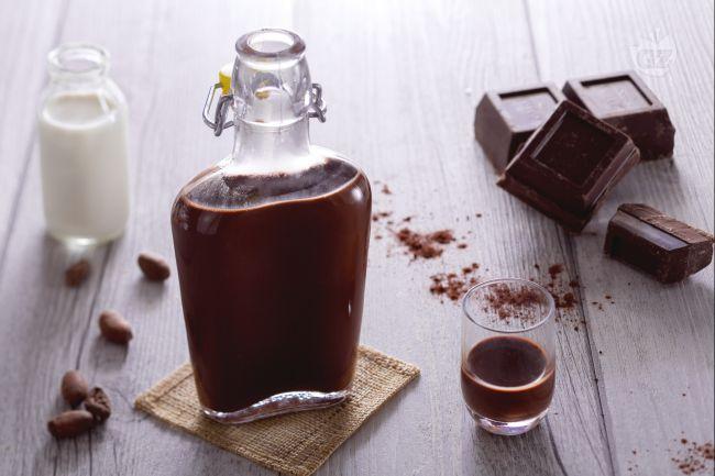 Ricetta per liquore al cioccolato fondente una delizia casalinga