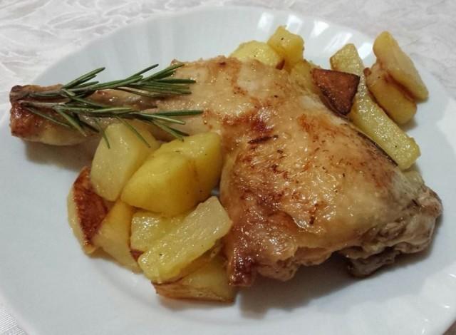 Sovracosce pollo rosolate vino bianco contorno patate padella - Come cucinare le cosce di pollo in padella ...