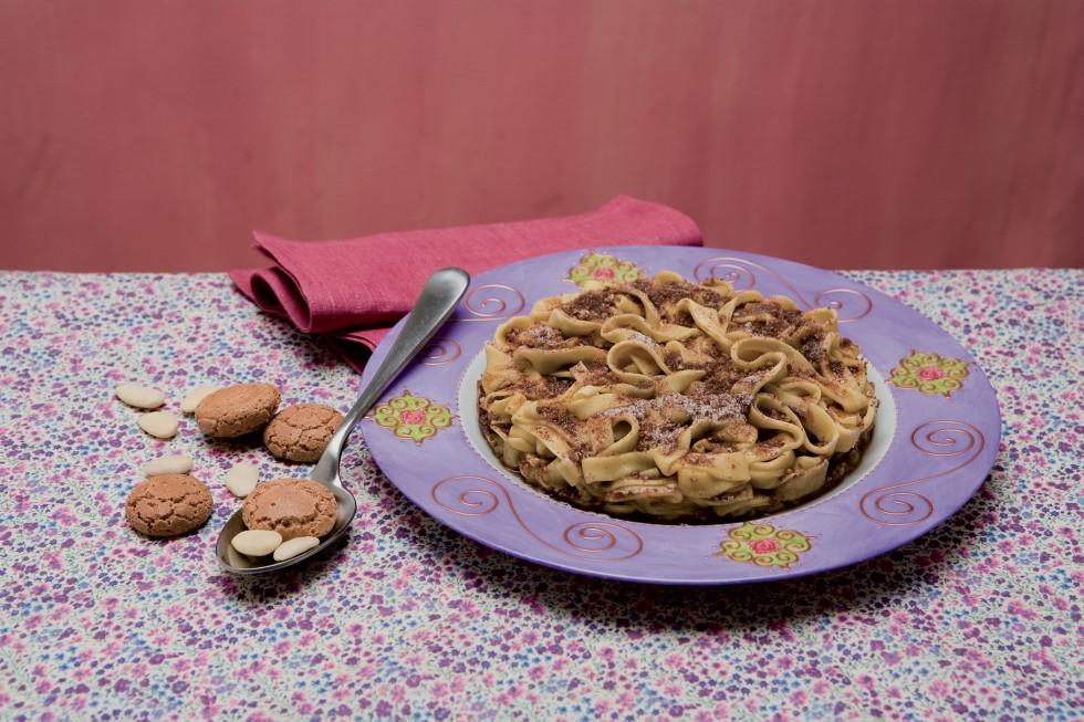 Torta tagliatelle cacao mandorle dolce tradizionale milanese