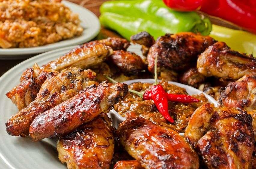 Alette pollo fritte piccanti marinate nelle spezie
