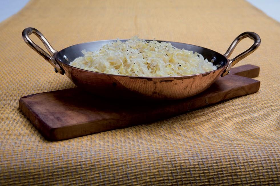 Padellata crauti luganega salsicce piatto tipico Alto Adige