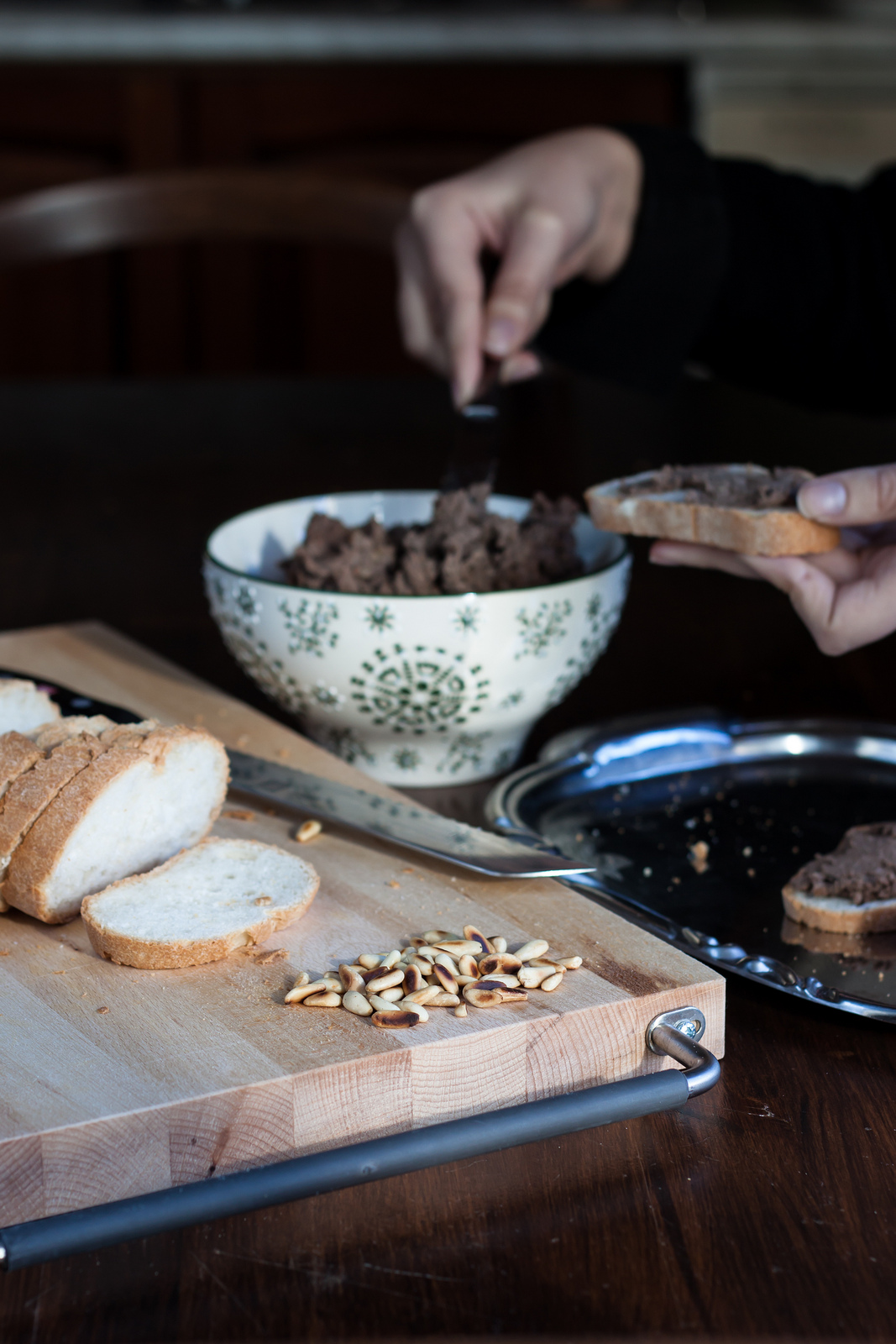 Crostini pane rustici paté fegatini con noci antipasto sfizioso