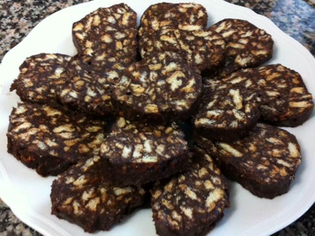 Salame cioccolato nocciole leccornia deliziosa per tutti
