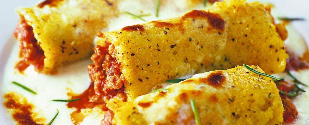 Cannelloni polenta farciti ragù carne macinata aromatizzata spumante