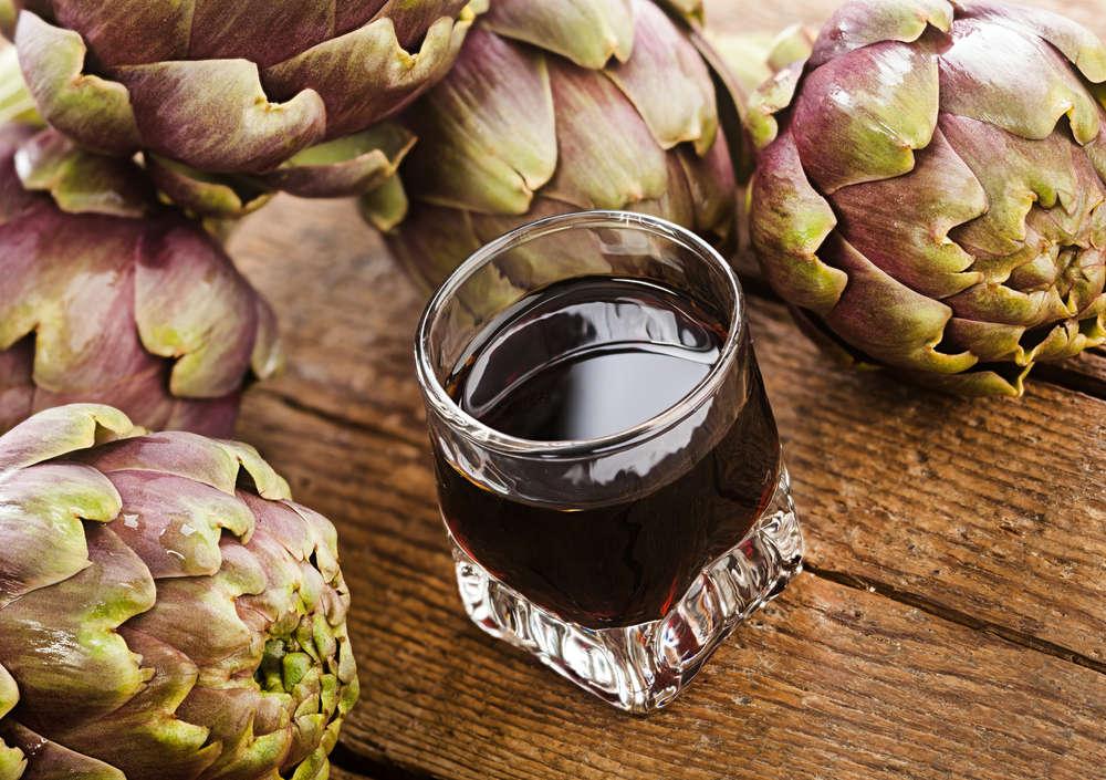 Liquore al carciofo dopo pasto delicato rinfrescante digestivo fatto in casa