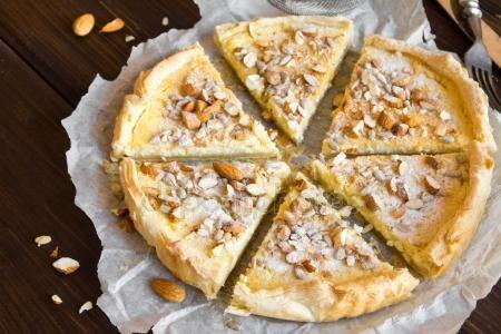 Cheesecake alla crema di mandorle dolce veloce e senza cottura