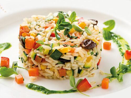 Estate 2018 Insalata di riso aromatizzata alle erbe con verdure grigliate