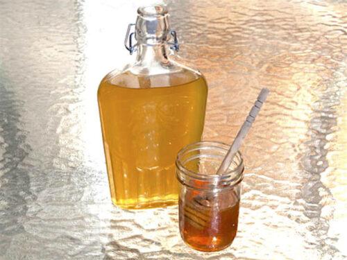 Un sorso di liquore al miele