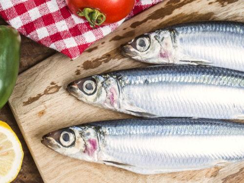 Le sardine con uva passa e pinoli