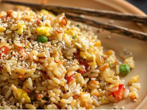 Insalata di riso sfiziosa fresca  sapore speziato e orientale