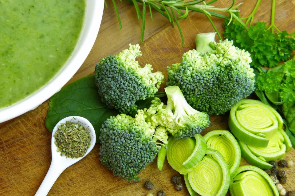 Zuppa depurativa ai broccoli e carciofi