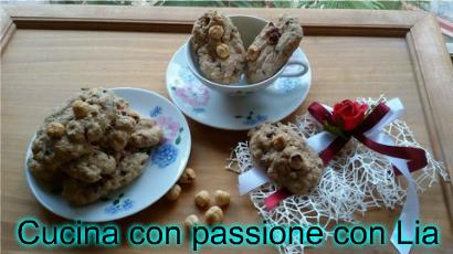 Frollini veg ai fiocchi d'avena ,cioccolato e nocciole