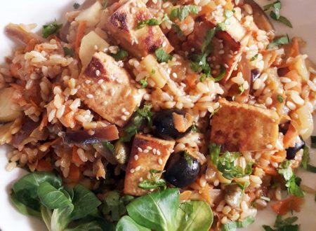 Riso fritto integrale e tofu piatto unico