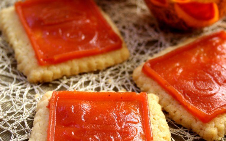 Biscotti salati con placchette natalizie al pomodoro