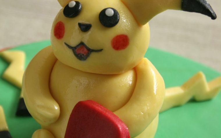 Cake topper: Pikachu