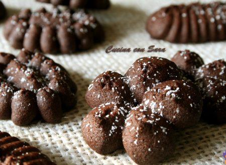 Biscotti di pasta frolla montata al cacao