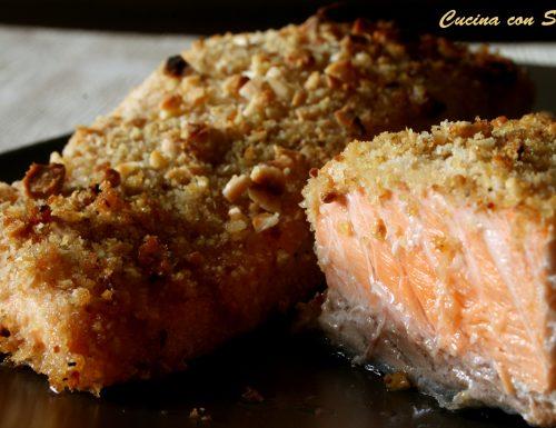 Salmone in crosta di frutta secca