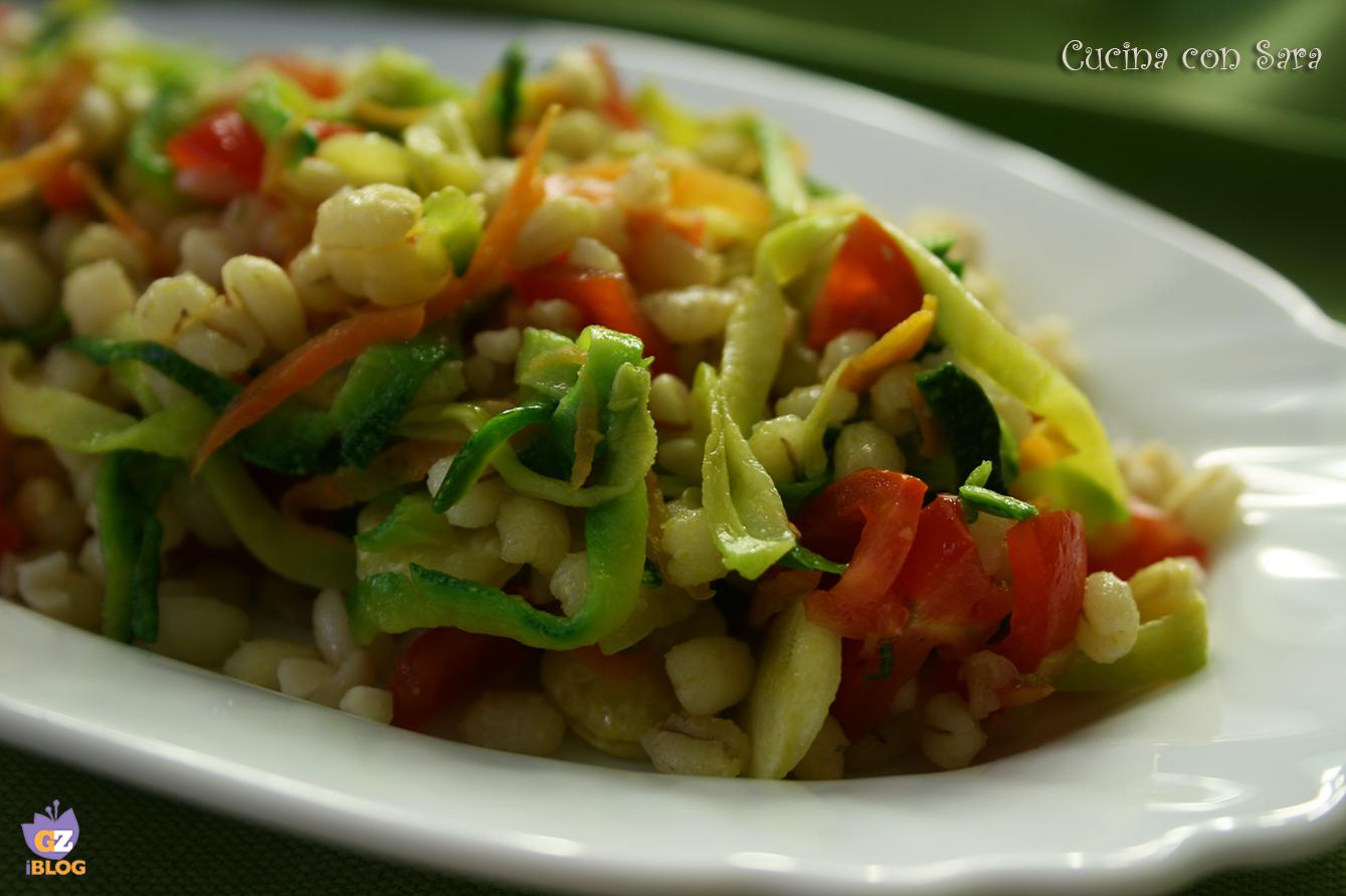 Orzo freddo con verdure e nocciole, cucina con sara