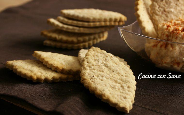 Crackers all'acqua con farina d'orzo, leggeri e gustosi
