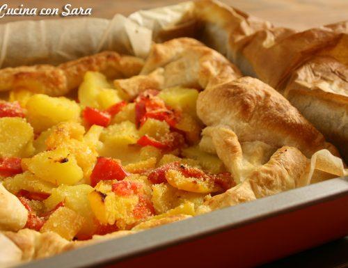 Torta salata patate, peperoni e mozzarella, con video ricetta