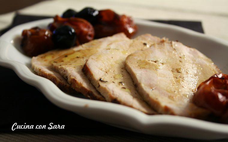 Arrosto di maiale al forno con pomodori e olive