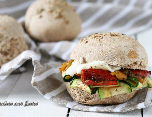 Ricette svuotafrigo: panino integrale verdure e casatella