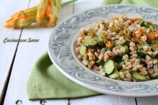 Insalata di farro con zucchine e fiori, cucina con sara
