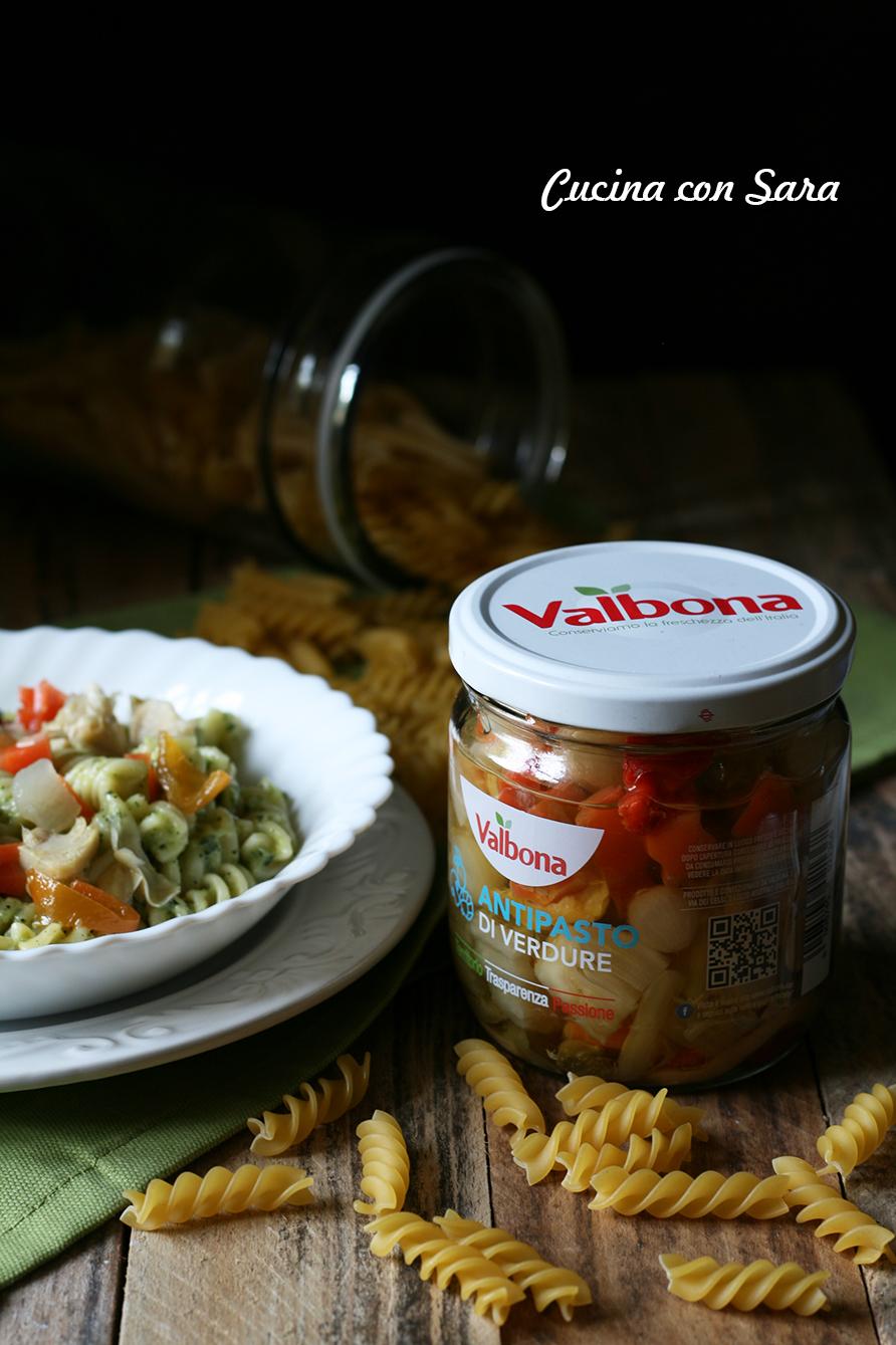 Insalata di pasta con crema di zucchine e verdure valbona