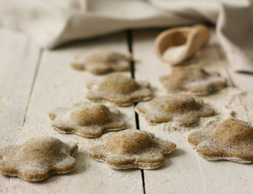 Ravioli di grano saraceno con gorgonzola e confettura di lamponi