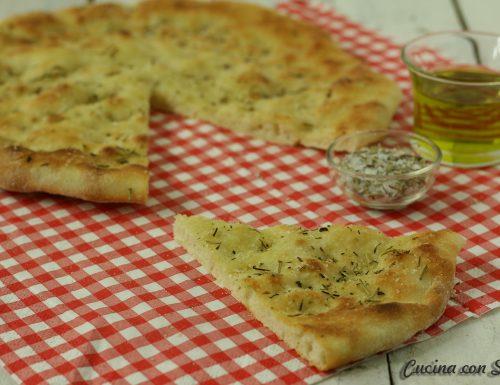 Schiacciata alle erbe aromatiche – ricetta con poolish