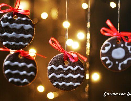 Biscotti al cacao con glassa all'acqua – ricetta natalizia