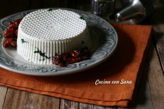 Formaggio fatto in casa con prezzemolo e pomodori, cucina con sara