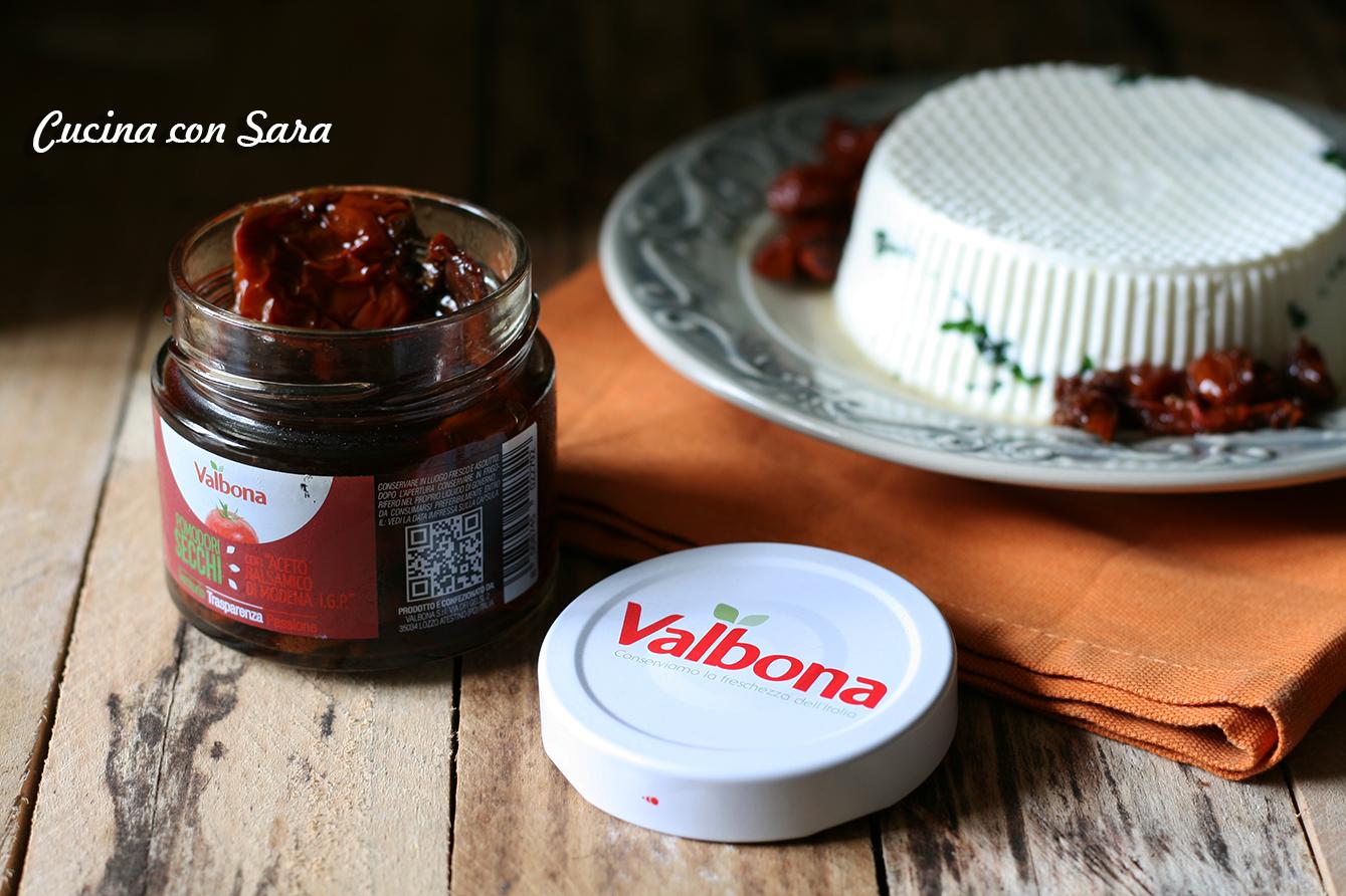 Formaggio fatto in casa con prezzemolo e pomodori valbona, cucina con sara