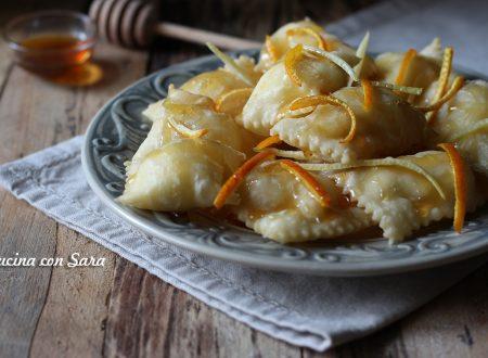 Ravioli di ricotta fritti - ricetta della Sardegna