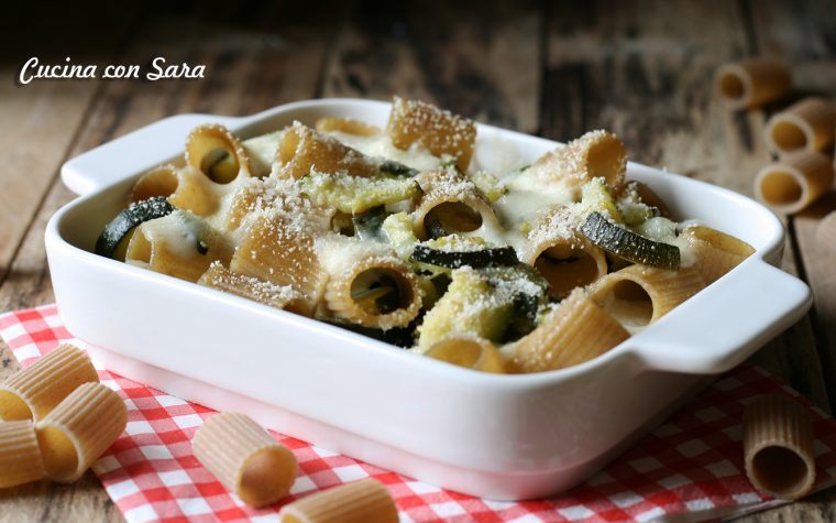 Pasta al forno zucchine e mozzarella – ricetta vegetariana saporitissima