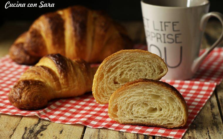 Croissant sfogliati senza uova – ricetta di Giorilli, con lievito di birra