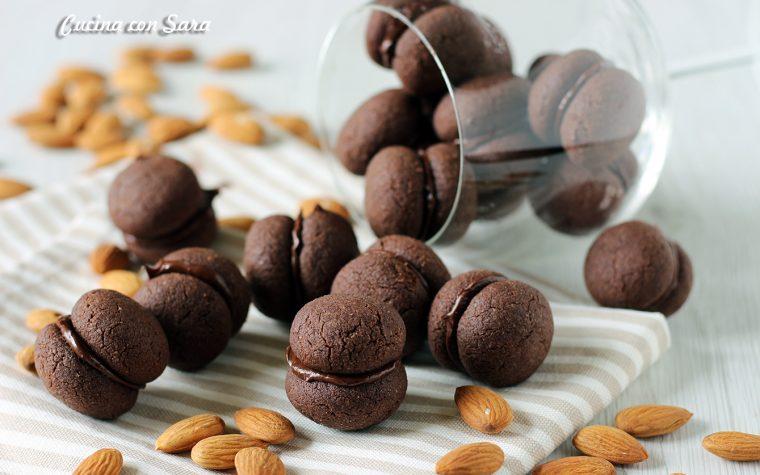 Baci di dama al cioccolato