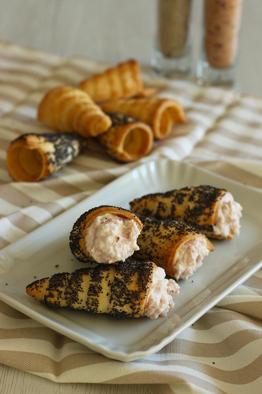 Cannoncini di sfoglia con mousse di prosciutto, cucina con sara