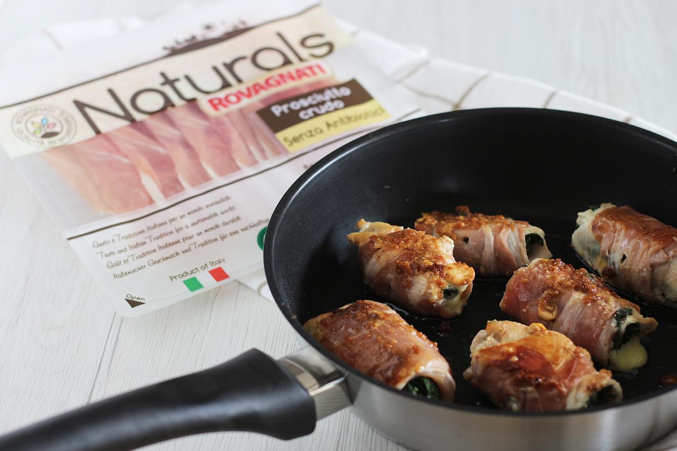Ricetta involtini di pollo bardellati al crudo, cucina con sara