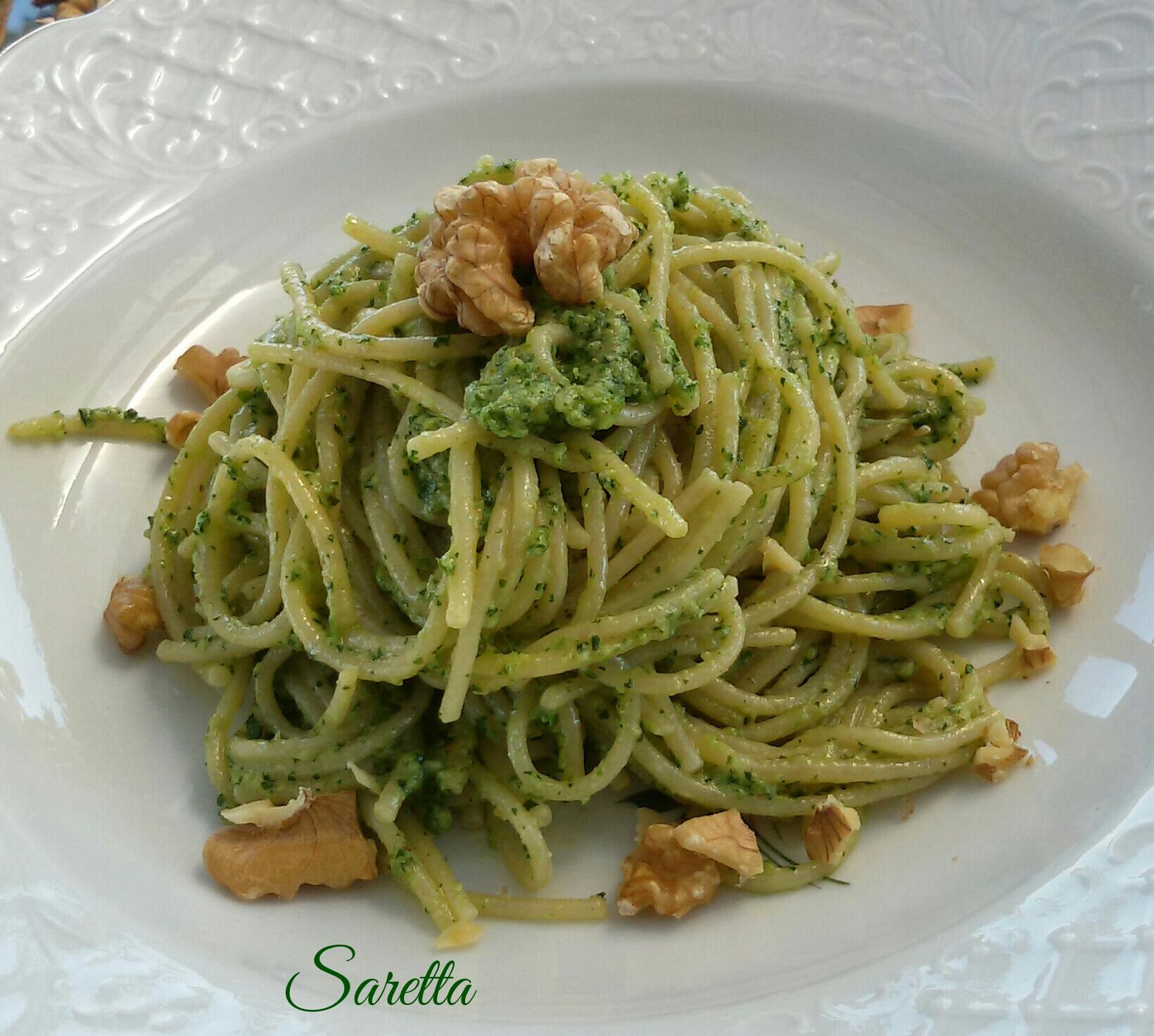 spaghetti-con-noci-e-prezzemolo