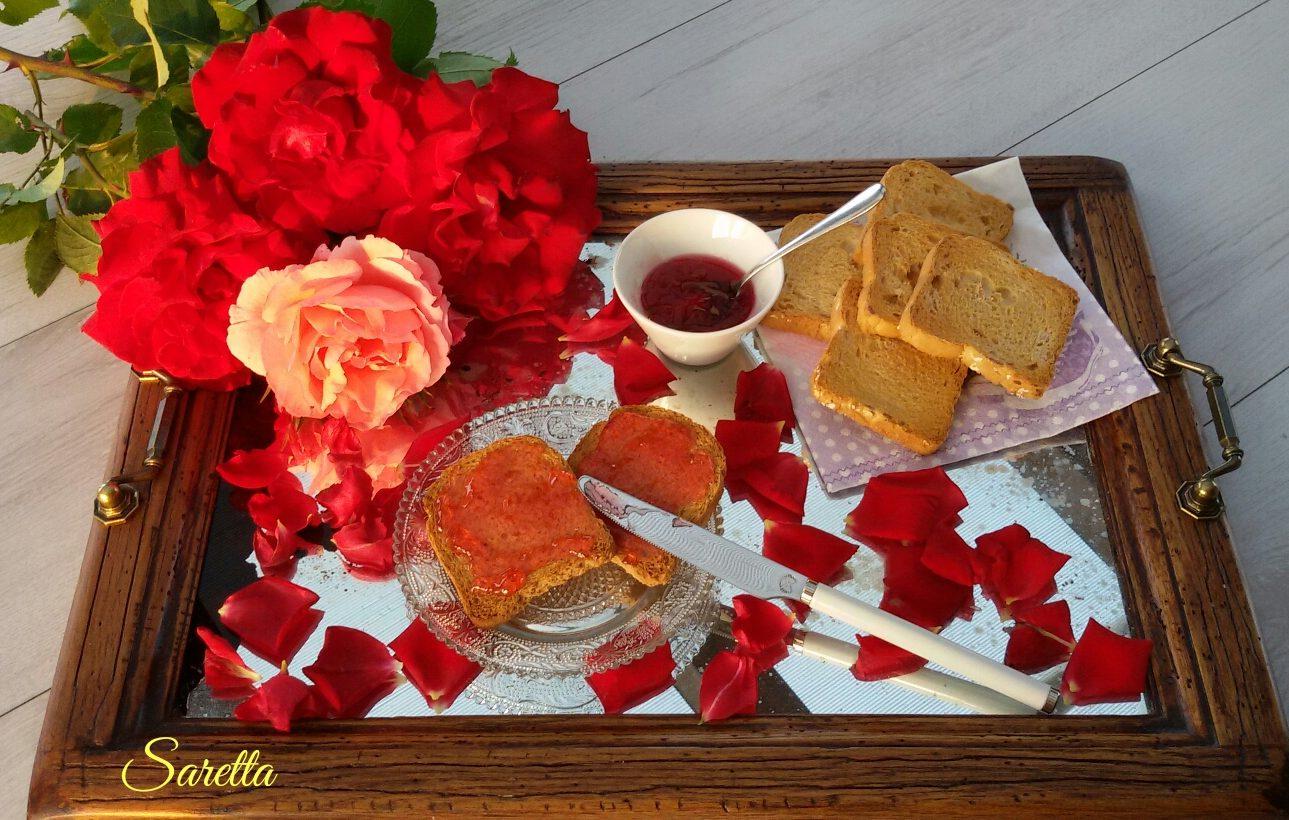 gelatina con petali di rose