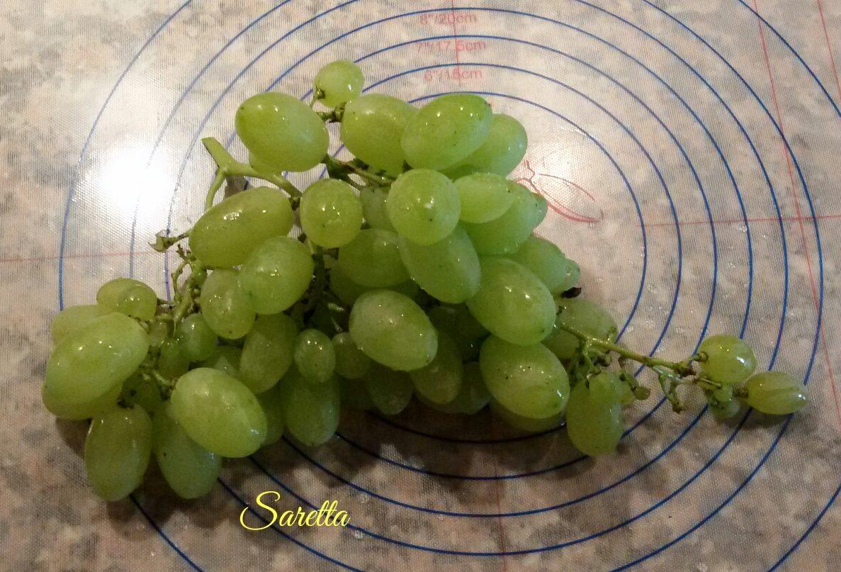 risotto con uva e crudo croccante