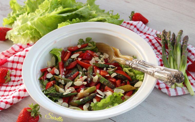 Insalata con asparagi e fragole