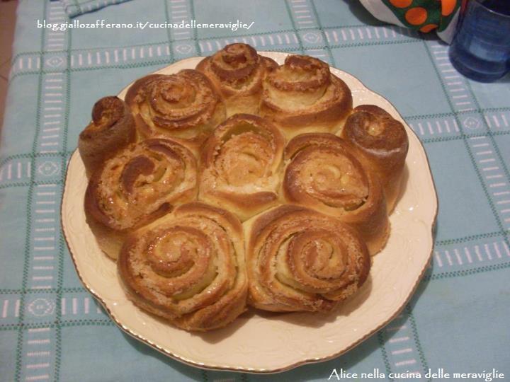 Torta di rose Ricetta lievitato dolce Alice nella cucina delle meraviglie