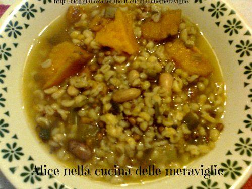 Zuppa con verdure e legumi, ricetta primo piatto vegano