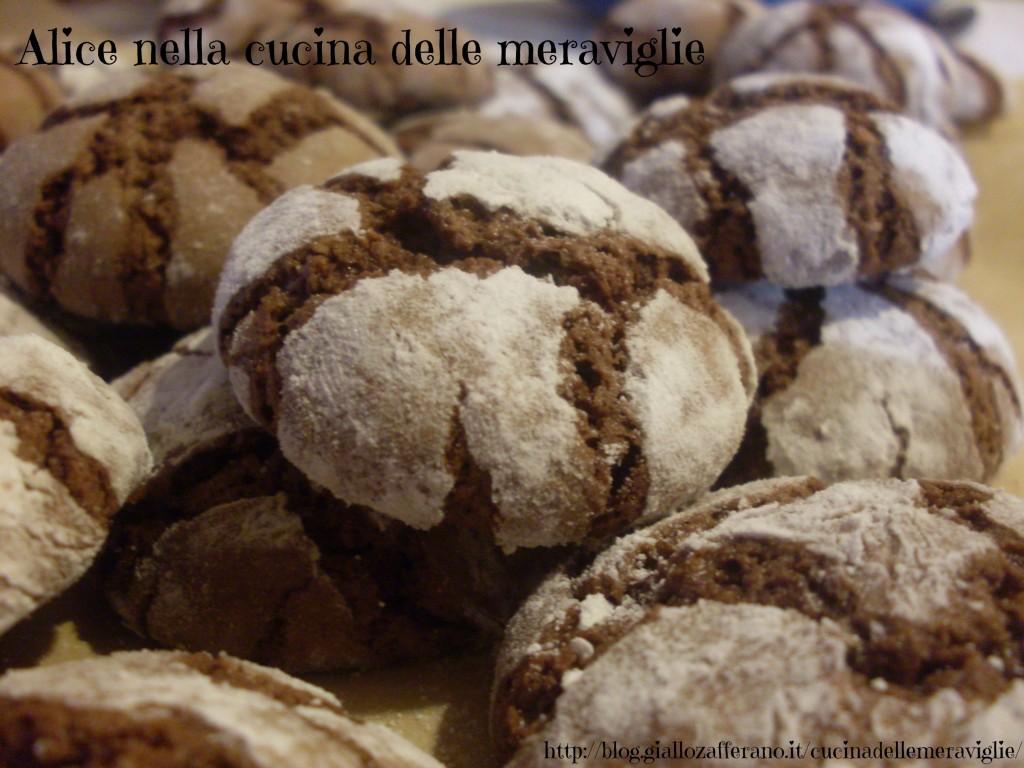 Biscotti al cioccolato e nocciole Chocolate Crinkle Cookies Ricetta dolce Alice nella cucina delle meraviglie