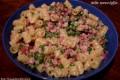 Riccioli di pasta con piselli, pancetta e Philadelphia, ricetta primo piatto