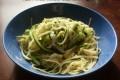 Linguine con zucchine e provolone dolce, ricetta primo piatto vegetariano
