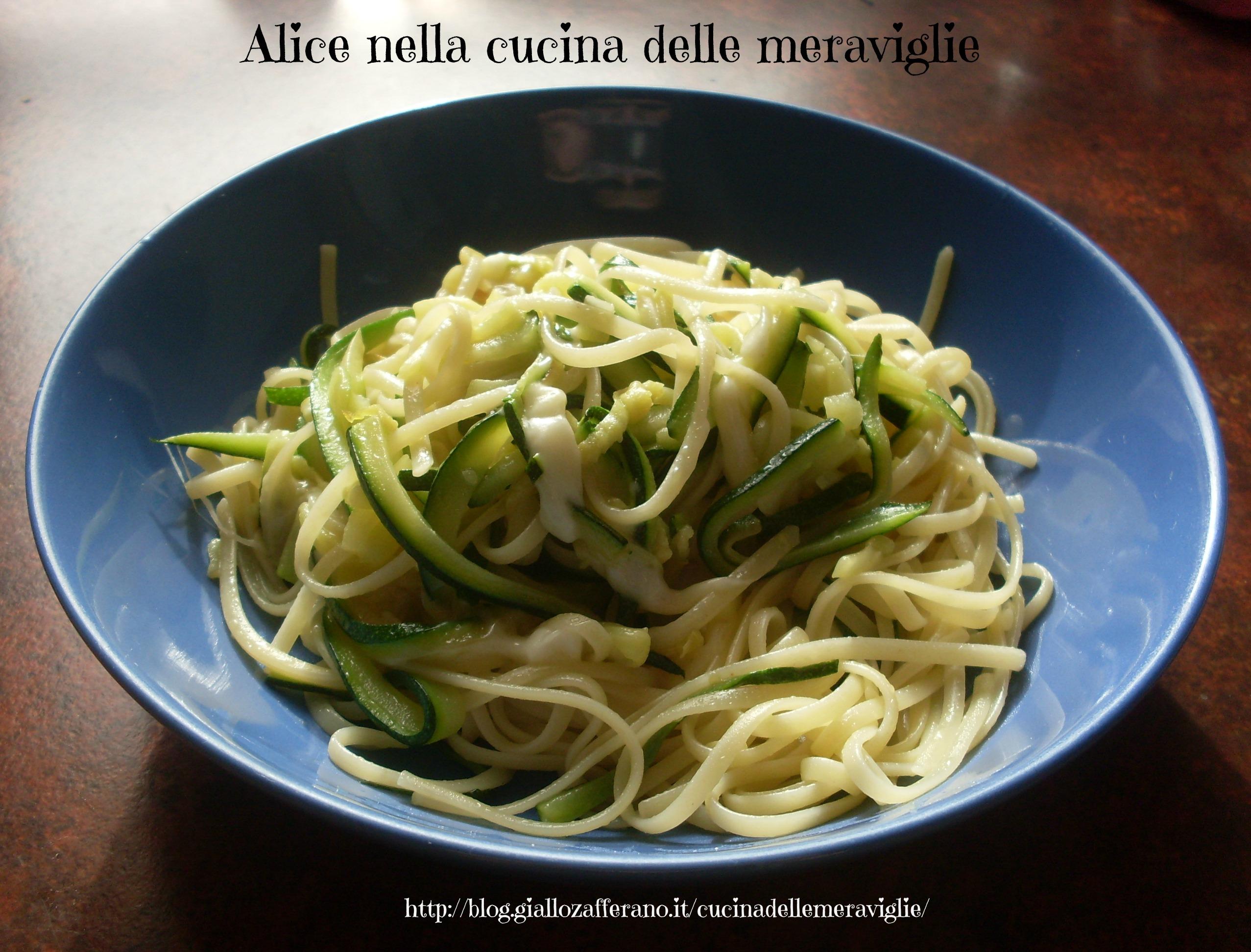 Linguine con zucchine e provolone dolce