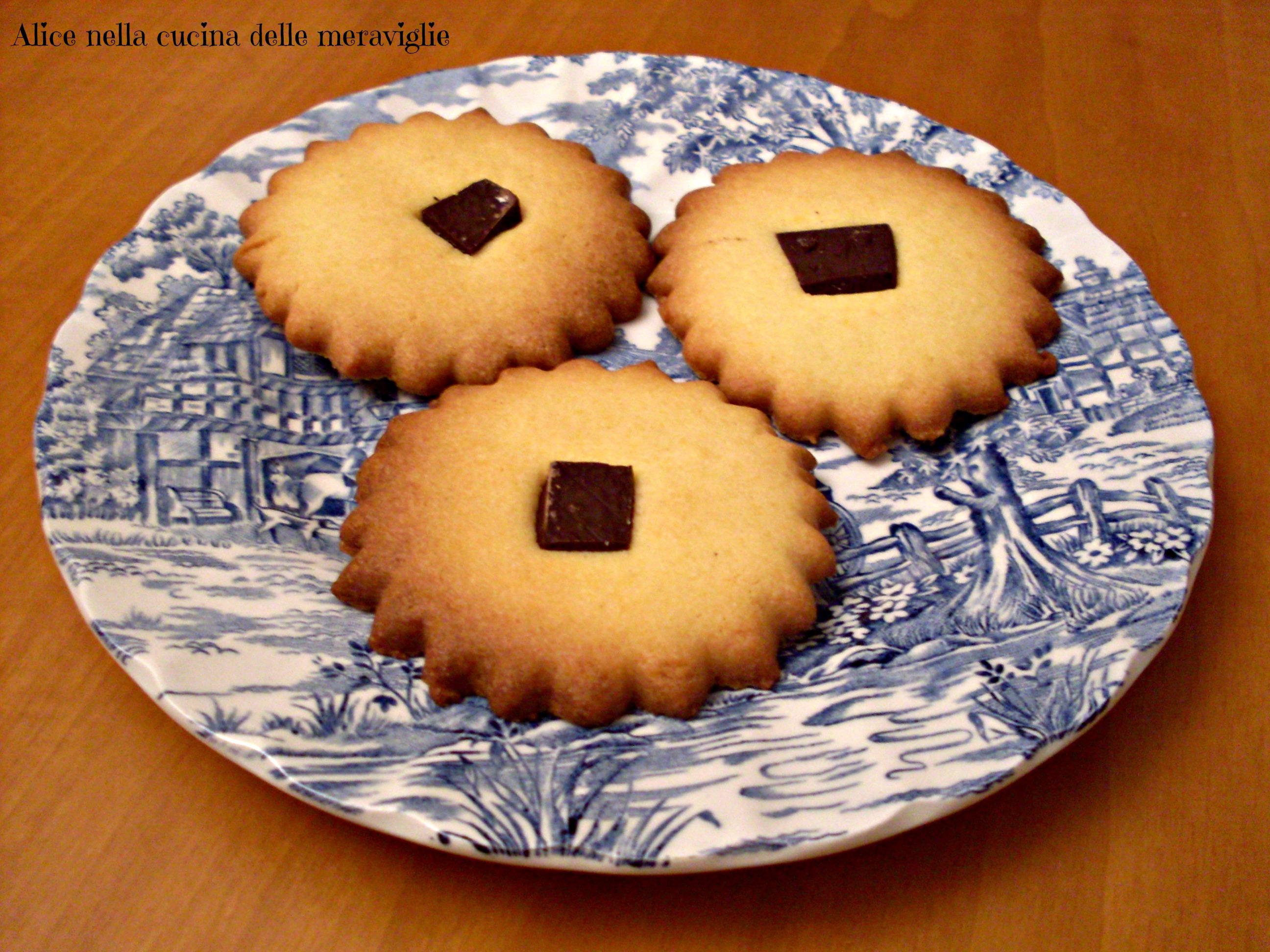 Biscotti di pasta frolla con cioccolato Ricetta dolce Alice nella cucina delle meraviglie